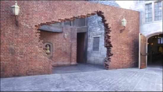 Diagon-Alley-entranceway-550x311